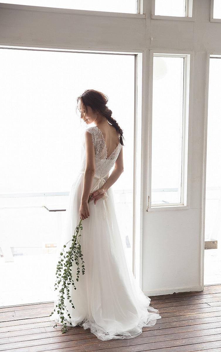 Vネックリバーレースドレス