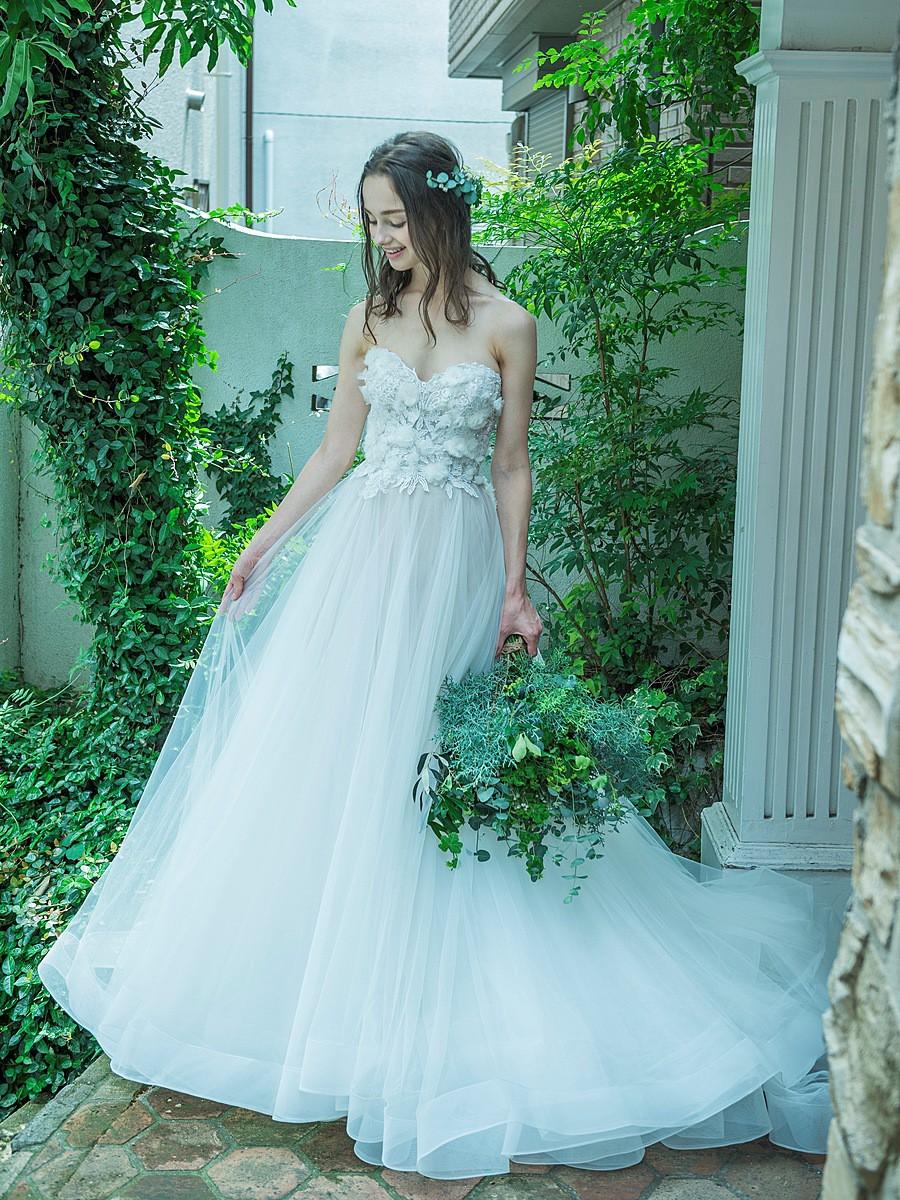 ボリュームスカートのプリンセスドレス