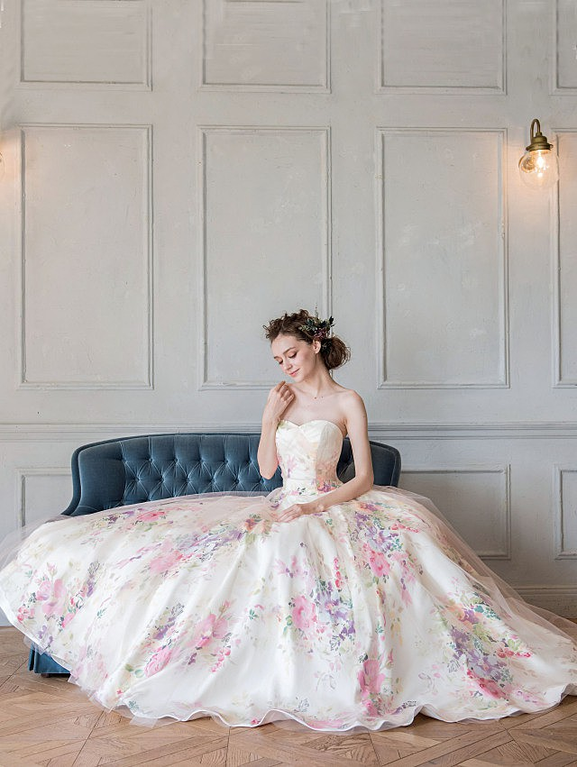 大人ピンクのフラワープリントドレス