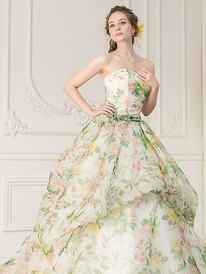 ガーデンのようなフラワープリント柄カラードレス