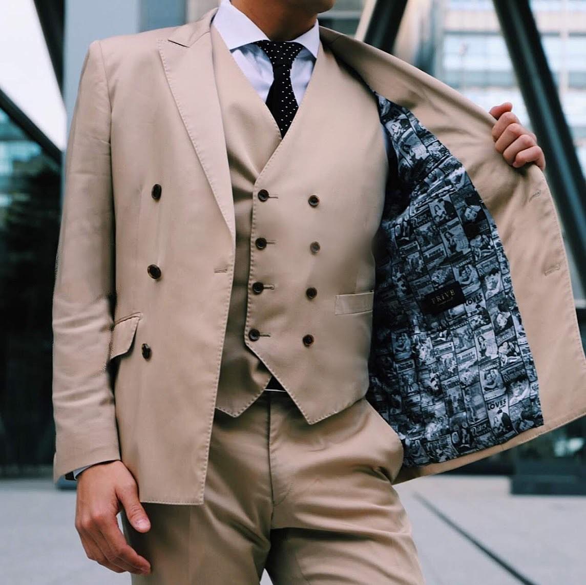 ベージュダブルスーツ