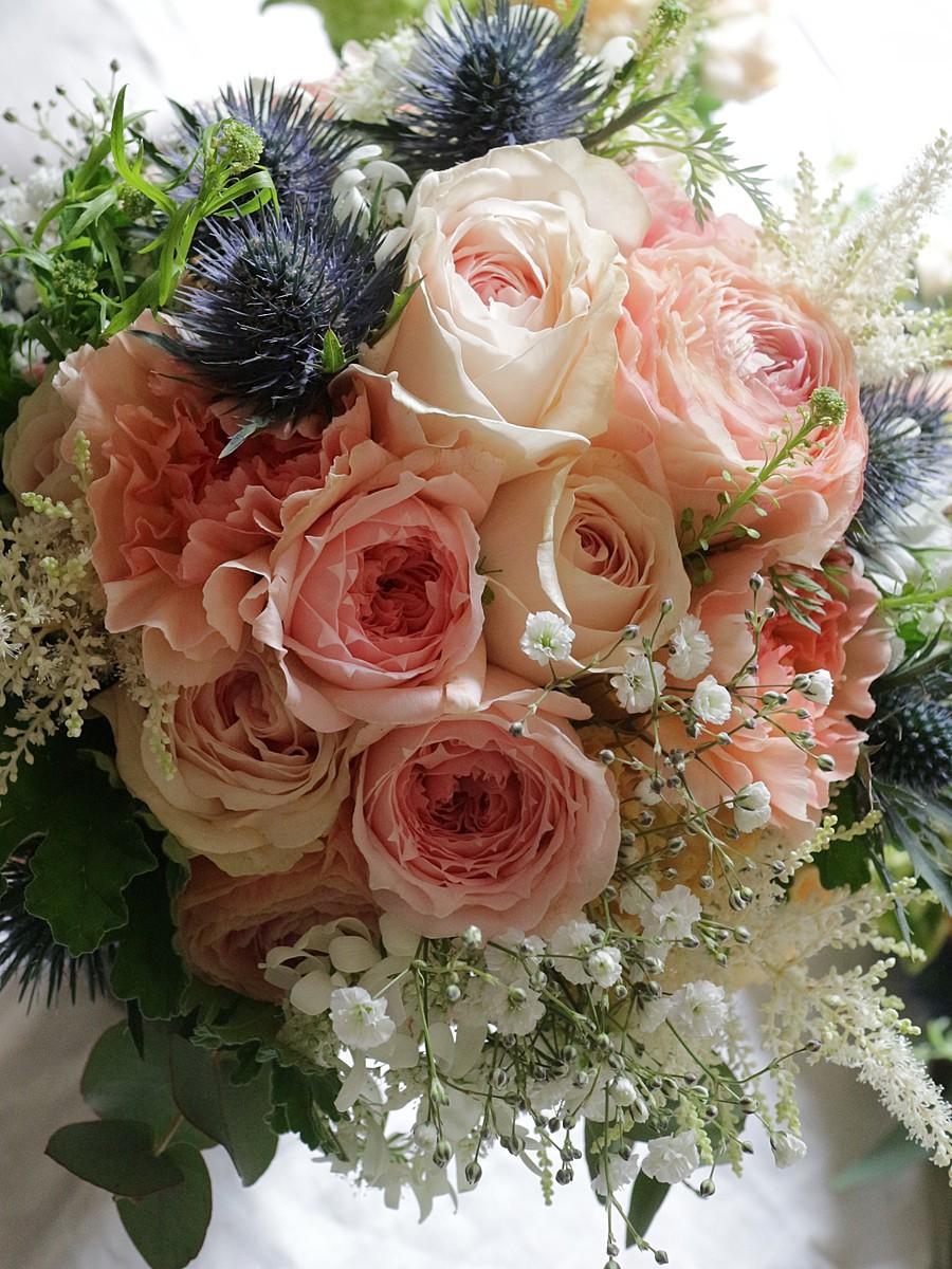 丸咲バラと小花のクラッチブーケ