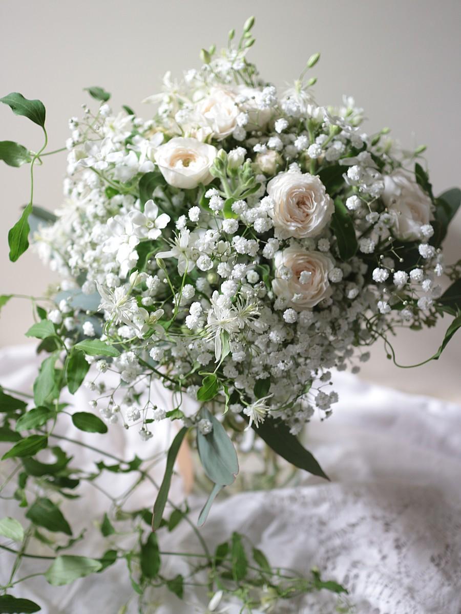 カスミ草と小花のクラッチ