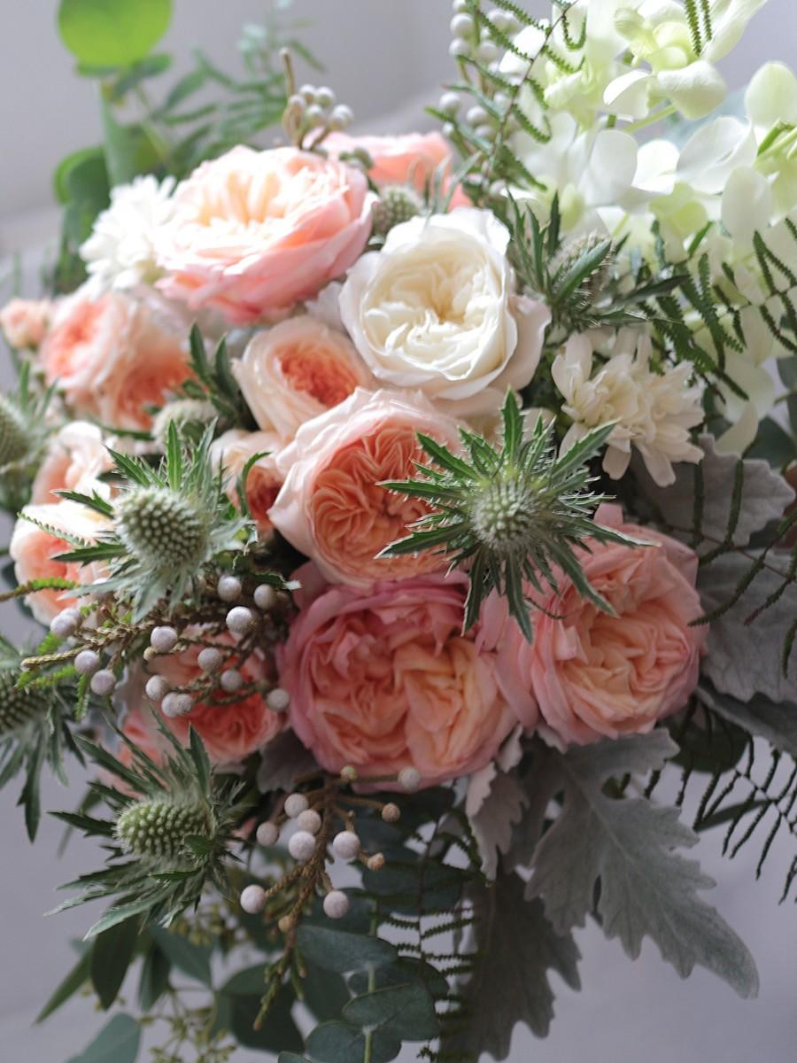 丸咲バラとネイティブフラワーのクラッチブーケ