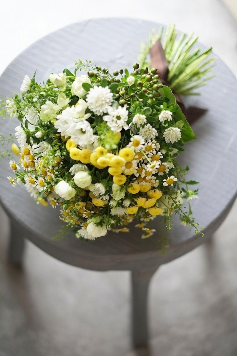 野の花のクラッチブーケ