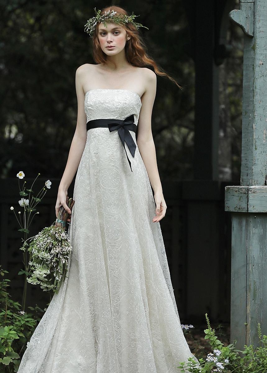 ビジューをあしらった上品なマーメイドドレス