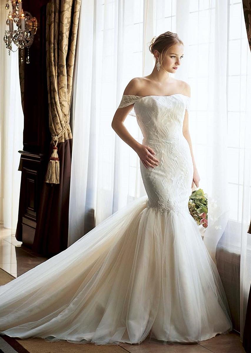 優雅なソフトチュールをあしらったマーメイドドレス