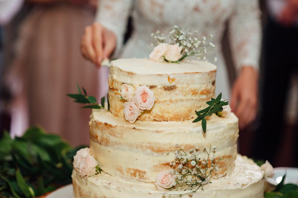 実は3段のウエディングケーキには意味がある 意外と知らないウエディングケーキの由来 結婚式場 ウェディングドレスや費用など結婚式 の情報がいっぱい トキハナmagazine